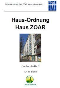 Das Titelblatt der Hausordnung vom Haus ZOAR. In der Mitte ist ein Foto der Außenseite vom Haus ZOAR vom Gehweg aus gesehen.